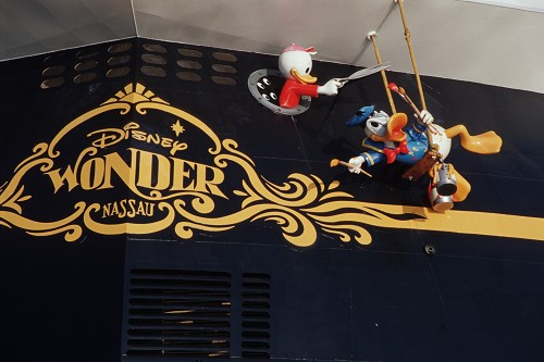 Disney_Wonder_Ship