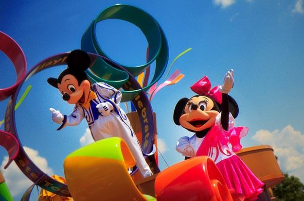 celebrate-a-dream-come-true-parade-mickey